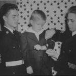 Capt. Lumpkin's son receives Ernie Pyle dogtag